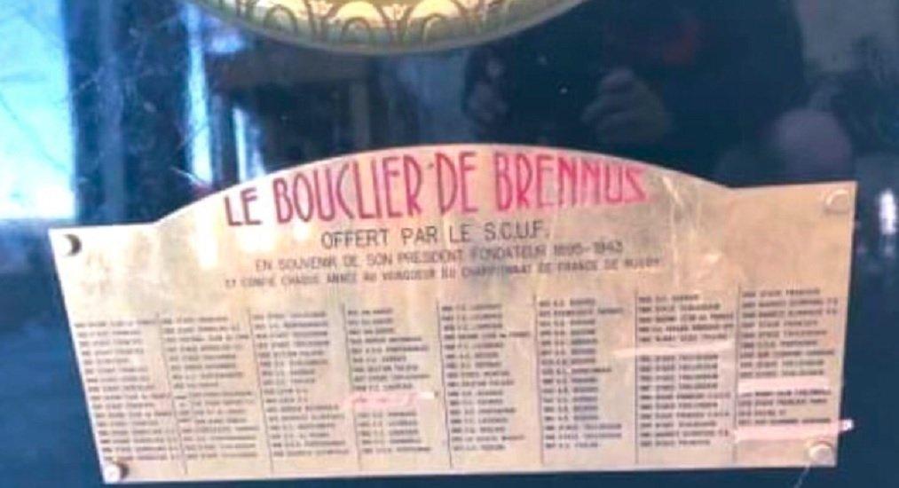 insolite buzz les toulousains barrent le nom du CO sur le brennus rugby france xv de départ 15