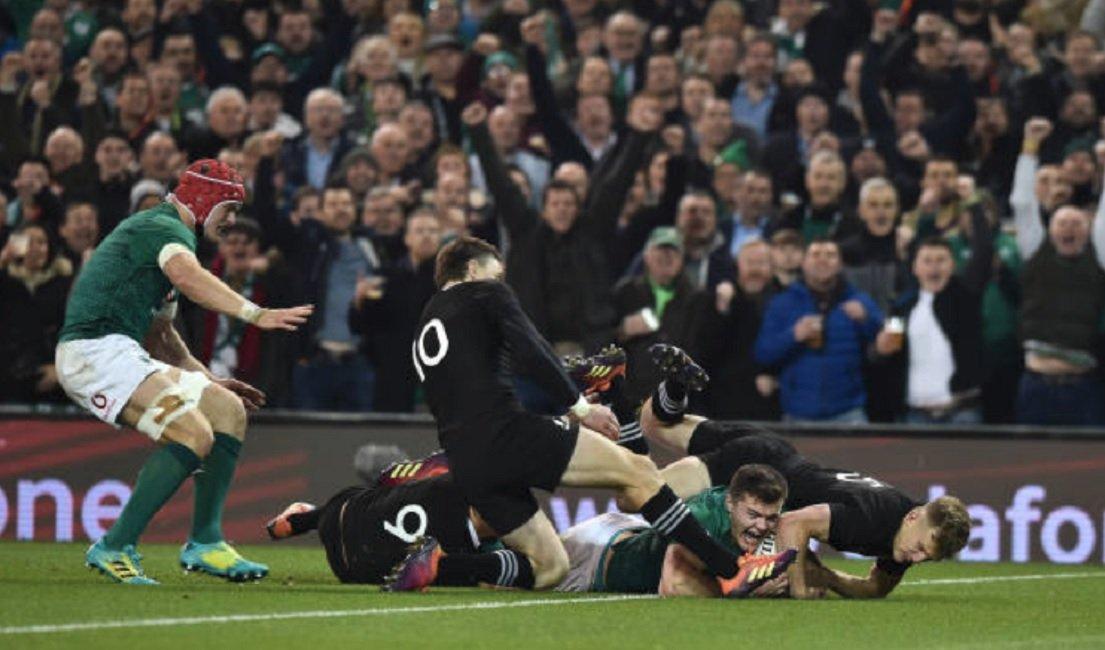 elle porte plainte contre la fédération irlandaise après avoir reçu un ballon rugby international xv de départ 15